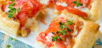 tomato-pastry-with-cheese-sauce