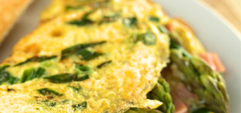 omelette-with-ham-asparagus-and-cheese-sauce
