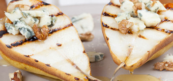 grilled-pears-in-cheese-sauce